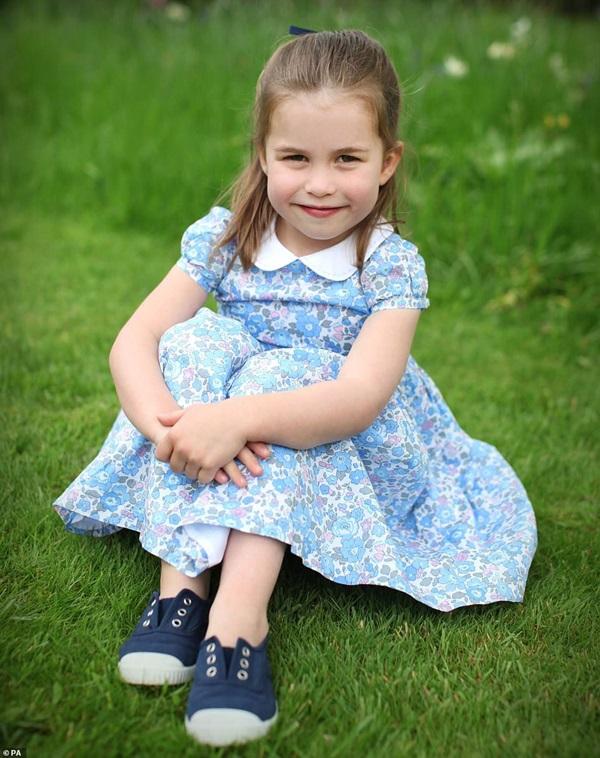 Công chúa Charlotte đón sinh nhật tròn 4 tuổi, hình ảnh mới nhất của cô bé khiến ai cũng phải ngỡ ngàng vì điều này-1