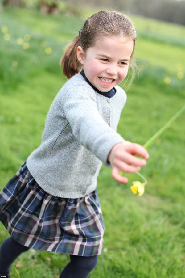 Công chúa Charlotte đón sinh nhật tròn 4 tuổi, hình ảnh mới nhất của cô bé khiến ai cũng phải ngỡ ngàng vì điều này-2
