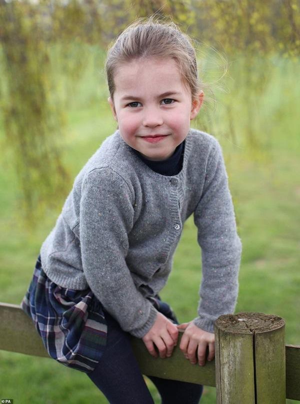 Công chúa Charlotte đón sinh nhật tròn 4 tuổi, hình ảnh mới nhất của cô bé khiến ai cũng phải ngỡ ngàng vì điều này-3