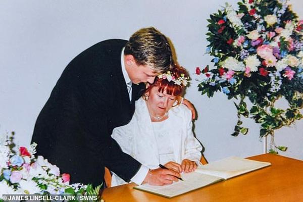 Nam thanh niên 17 tuổi kết hôn với cụ bà 51 tuổi 18 năm trước giờ ra sao?-2