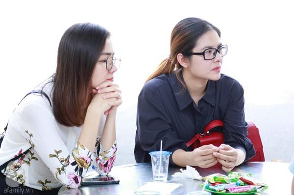 Nghệ sĩ Quyền Linh, Vân Trang mắt đỏ hoe, thẫn thờ ôn lại những kỷ niệm cùng cố nghệ sĩ Lê Bình-5