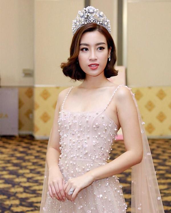 Không phải váy áo đồ hiệu tiền tỷ, đây là điều Đỗ Mỹ Linh, Hương Giang hay HHen Niê đều làm để khiến mình nổi bật-1
