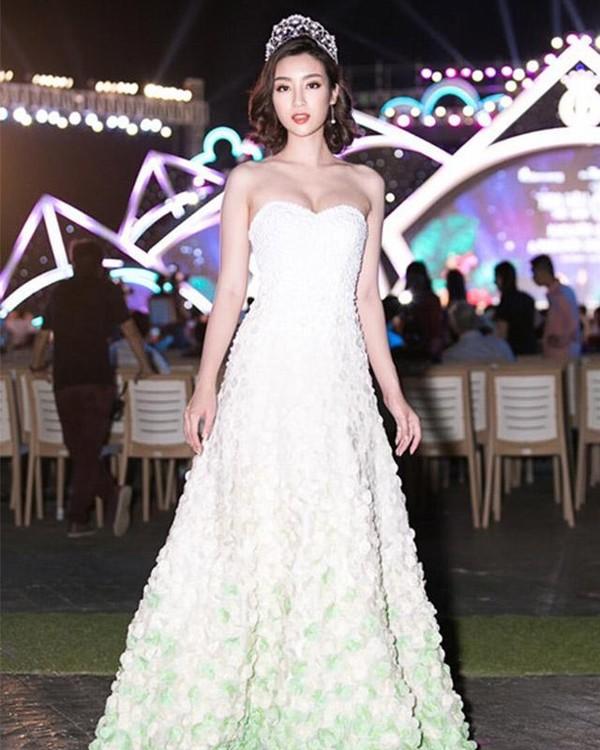 Không phải váy áo đồ hiệu tiền tỷ, đây là điều Đỗ Mỹ Linh, Hương Giang hay HHen Niê đều làm để khiến mình nổi bật-2