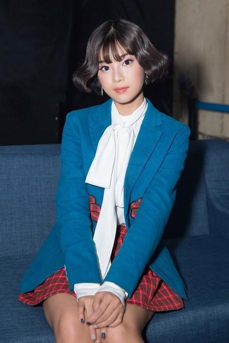 Không phải váy áo đồ hiệu tiền tỷ, đây là điều Đỗ Mỹ Linh, Hương Giang hay HHen Niê đều làm để khiến mình nổi bật-10