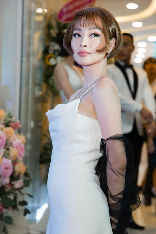 Không phải váy áo đồ hiệu tiền tỷ, đây là điều Đỗ Mỹ Linh, Hương Giang hay HHen Niê đều làm để khiến mình nổi bật-15