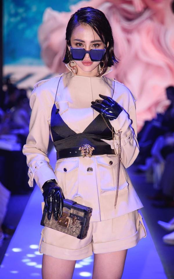 Không phải váy áo đồ hiệu tiền tỷ, đây là điều Đỗ Mỹ Linh, Hương Giang hay HHen Niê đều làm để khiến mình nổi bật-8