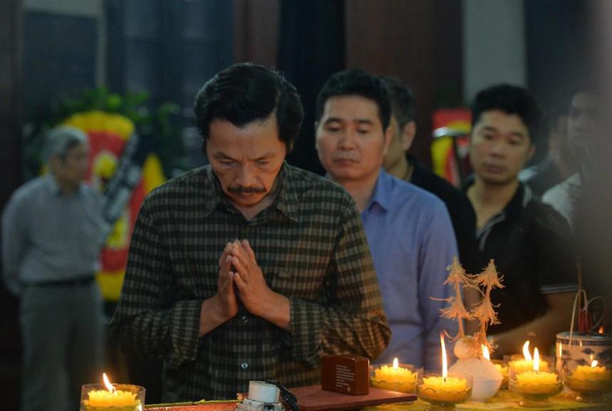 Xuân Bắc và nghệ sĩ nhà hát viếng đồng nghiệp vụ tai nạn hầm Kim Liên-8