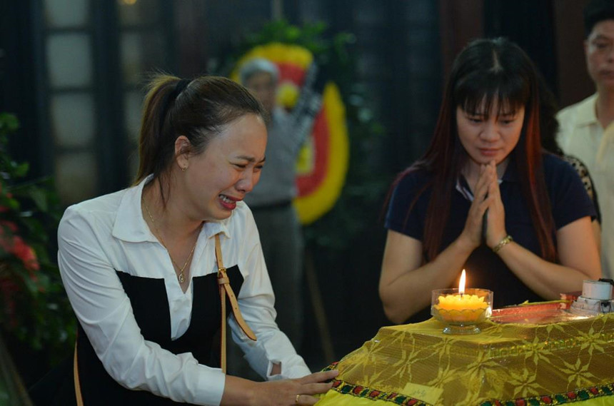 Xuân Bắc và nghệ sĩ nhà hát viếng đồng nghiệp vụ tai nạn hầm Kim Liên-7