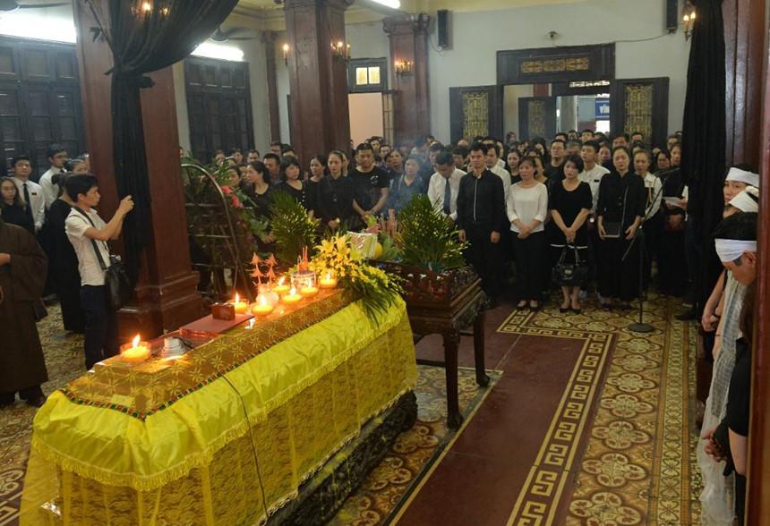 Xuân Bắc và nghệ sĩ nhà hát viếng đồng nghiệp vụ tai nạn hầm Kim Liên-10
