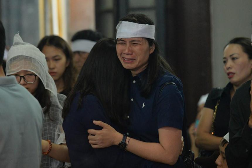Xuân Bắc và nghệ sĩ nhà hát viếng đồng nghiệp vụ tai nạn hầm Kim Liên-5