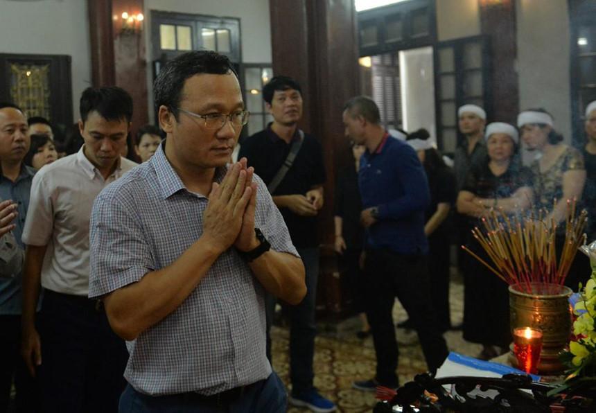 Xuân Bắc và nghệ sĩ nhà hát viếng đồng nghiệp vụ tai nạn hầm Kim Liên-4