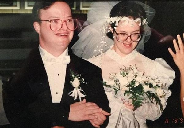 Chuyện tình 25 năm đầy cảm động của đôi vợ chồng mắc hội chứng Down và những năm tháng phải đấu tranh giành lấy hạnh phúc-1