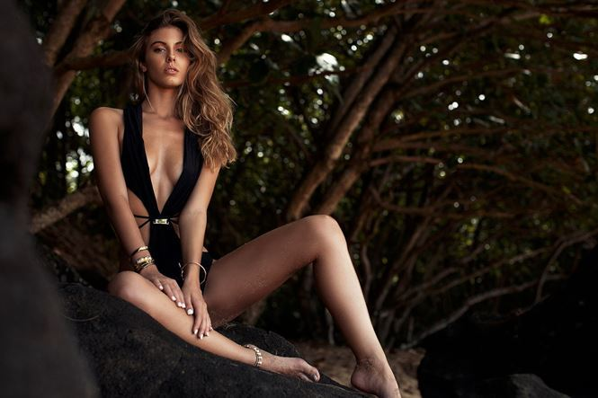 Đường cong hoàn hảo của chân dài Carmella Rose gây chao đảo-9