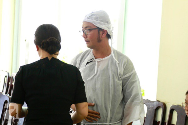 Con đầu qua đời vì tai nạn, con thứ 2 đang ở trại cai nghiện, hậu sự của nghệ sĩ Lê Bình đều do cậu con út lo liệu-4