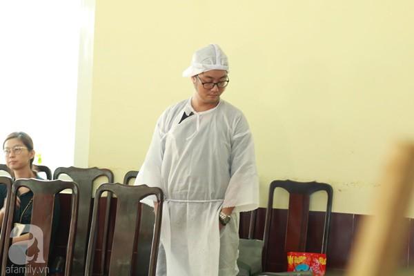 Con đầu qua đời vì tai nạn, con thứ 2 đang ở trại cai nghiện, hậu sự của nghệ sĩ Lê Bình đều do cậu con út lo liệu-5