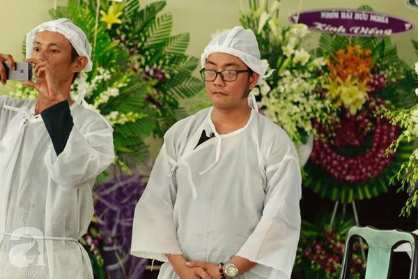 Con đầu qua đời vì tai nạn, con thứ 2 đang ở trại cai nghiện, hậu sự của nghệ sĩ Lê Bình đều do cậu con út lo liệu-6