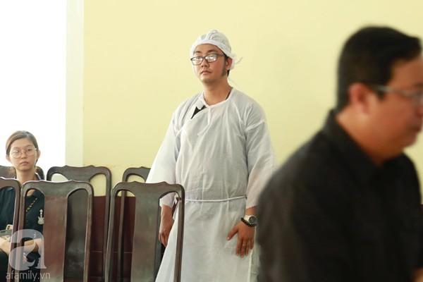 Con đầu qua đời vì tai nạn, con thứ 2 đang ở trại cai nghiện, hậu sự của nghệ sĩ Lê Bình đều do cậu con út lo liệu-10
