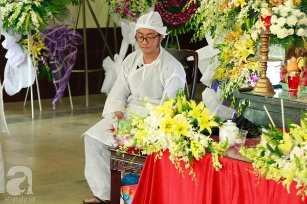 Con đầu qua đời vì tai nạn, con thứ 2 đang ở trại cai nghiện, hậu sự của nghệ sĩ Lê Bình đều do cậu con út lo liệu-11