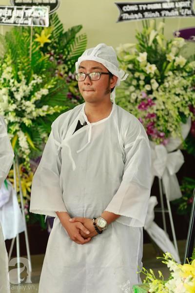 Con đầu qua đời vì tai nạn, con thứ 2 đang ở trại cai nghiện, hậu sự của nghệ sĩ Lê Bình đều do cậu con út lo liệu-9