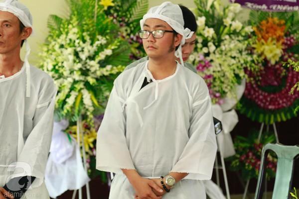Con đầu qua đời vì tai nạn, con thứ 2 đang ở trại cai nghiện, hậu sự của nghệ sĩ Lê Bình đều do cậu con út lo liệu-12