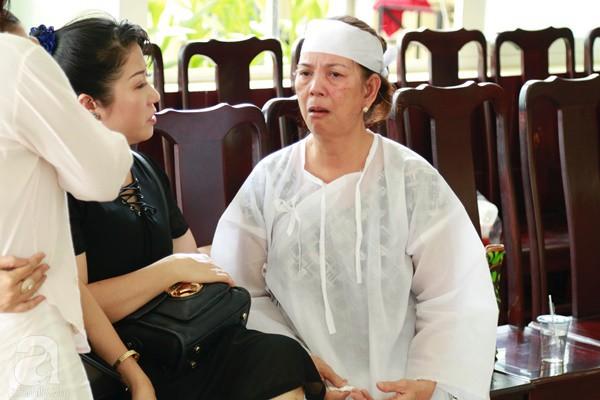 Vợ cũ òa khóc nức nở, chia sẻ về giây phút cuối cùng trước khi ra đi của nghệ sĩ Lê Bình-1
