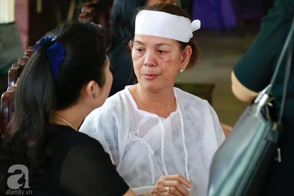 Vợ cũ òa khóc nức nở, chia sẻ về giây phút cuối cùng trước khi ra đi của nghệ sĩ Lê Bình-5