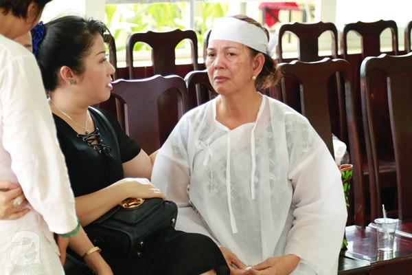 Vợ cũ òa khóc nức nở, chia sẻ về giây phút cuối cùng trước khi ra đi của nghệ sĩ Lê Bình-4