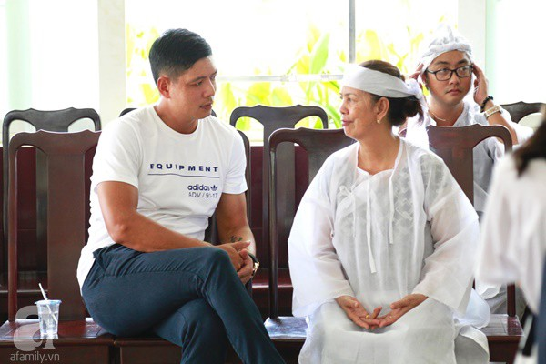 Vợ cũ òa khóc nức nở, chia sẻ về giây phút cuối cùng trước khi ra đi của nghệ sĩ Lê Bình-3