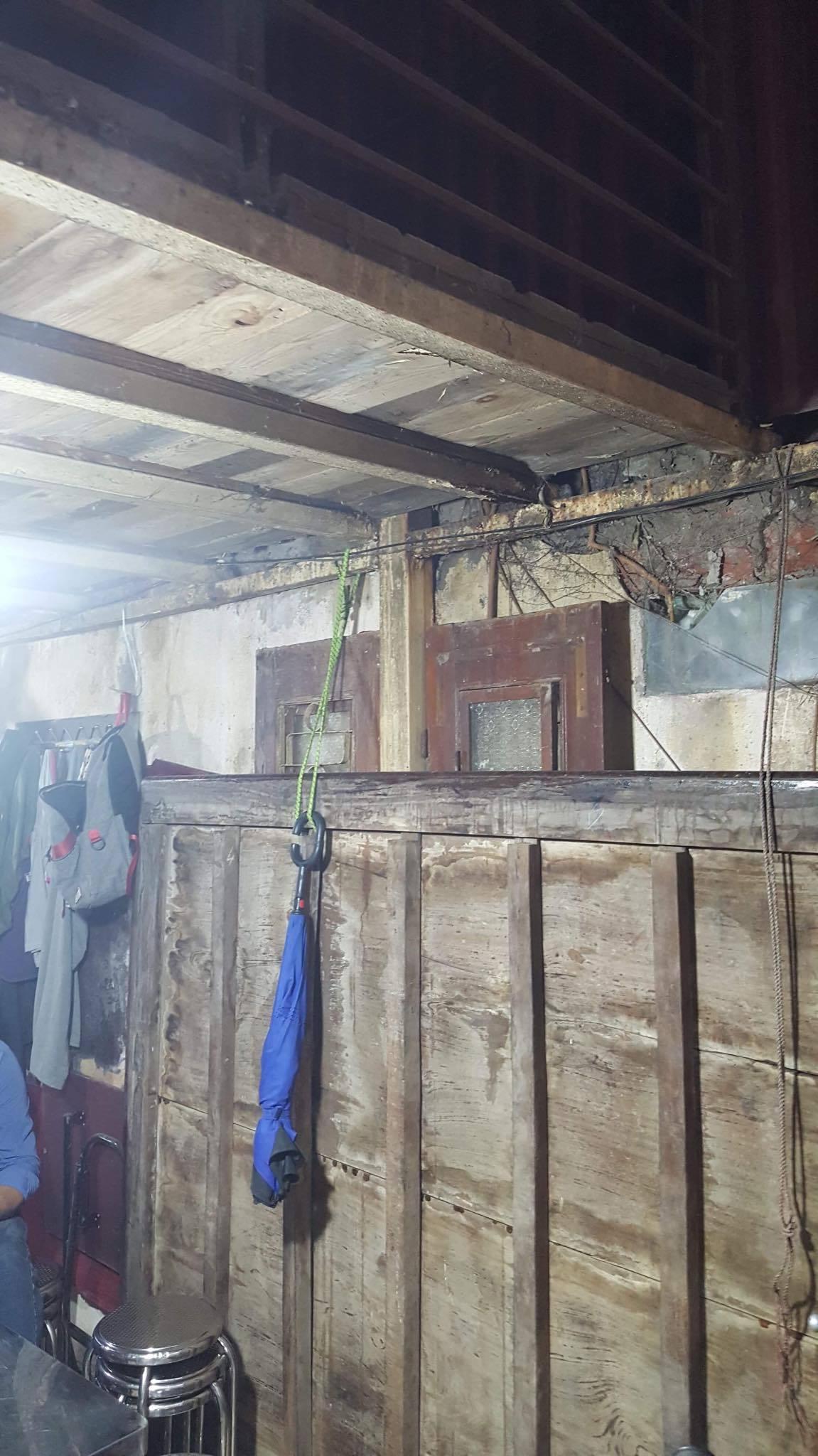 Ban thờ lập vội trong căn nhà tồi tàn của nạn nhân vụ tai nạn ở hầm Kim Liên-2