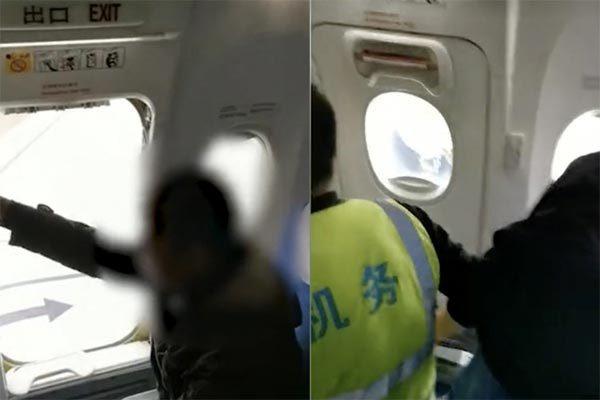 Chờ lâu, khách mở cửa thoát hiểm để xuống máy bay trước-1