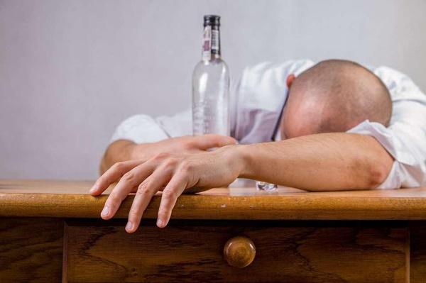 Người đàn ông tử vong sau uống rượu, bác sĩ chỉ điểm 4 điều cấm kỵ-1