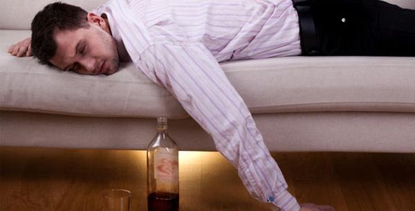 Người đàn ông tử vong sau uống rượu, bác sĩ chỉ điểm 4 điều cấm kỵ-4