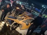 Siêu xe Lamborghini 'rách' làm đôi sau tai nạn, tài xế chỉ bị thương nhẹ
