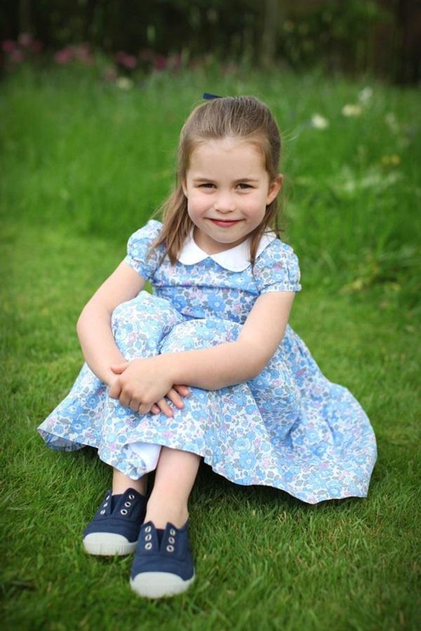 """Người hâm mộ giận dữ với lời chúc mừng sinh nhật khác người"""" của Meghan gửi đến tiểu Công chúa Charlotte-1"""