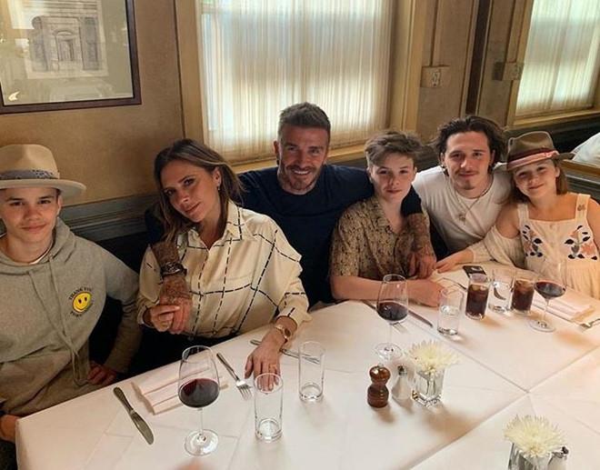 David Beckham đón sinh nhật ngọt ngào bên vợ và bốn con-1