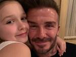 Con gái rượu của Beckham xuất hiện cực thần thái khi chụp hình với mẹ, fan thích thú vì nụ cười giống hệt một người trong nhà-5