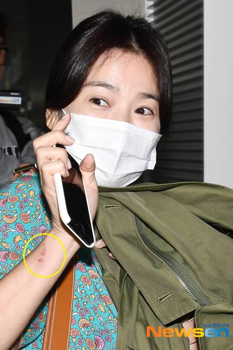 Chọn cách giữ im lặng nhưng Song Hye Kyo lại để lộ quá nhiều bằng chứng cho thấy sự mệt mỏi trong cuộc hôn nhân với Song Joong Ki-6