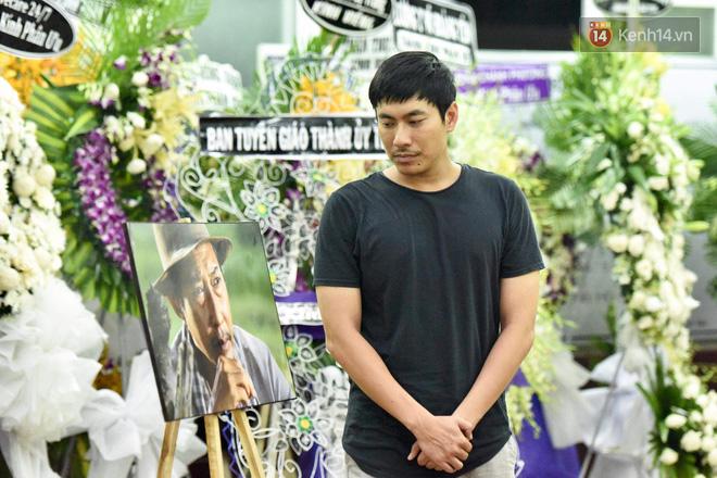 Đêm cuối cùng lễ tang, gia đình cố nghệ sĩ Lê Bình khui thùng phúng điếu quyên góp 100 triệu làm từ thiện-4