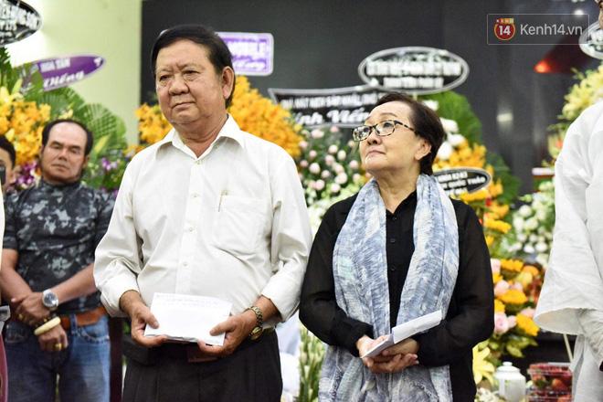 Đêm cuối cùng lễ tang, gia đình cố nghệ sĩ Lê Bình khui thùng phúng điếu quyên góp 100 triệu làm từ thiện-2