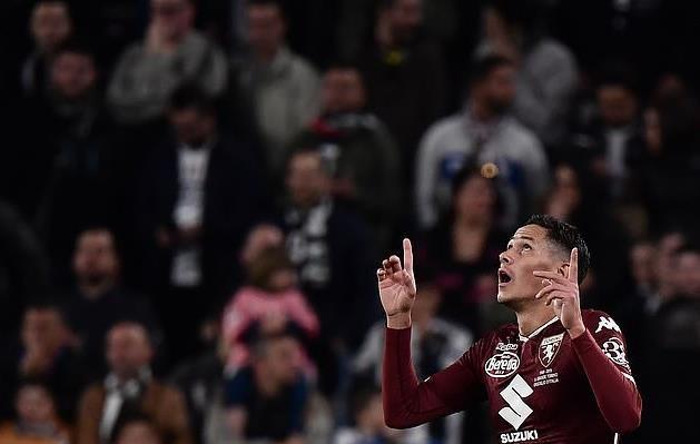Ronaldo lại vượt Messi về thành tích ghi bàn-2