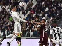 Ronaldo lại vượt Messi về thành tích ghi bàn