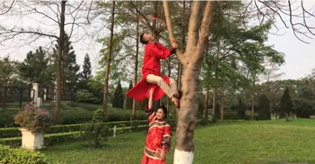 Youtuber Phương Hữu Dưỡng bất ngờ theo vợ bỏ cuộc chơi, Lexus đón dâu, mời cả Chu Bin đến dự, nhưng danh tính cô dâu mới là điều bất ngờ-12
