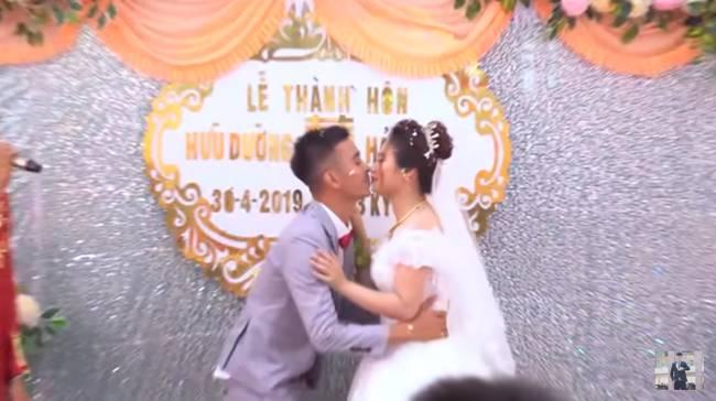 Youtuber Phương Hữu Dưỡng bất ngờ theo vợ bỏ cuộc chơi, Lexus đón dâu, mời cả Chu Bin đến dự, nhưng danh tính cô dâu mới là điều bất ngờ-4