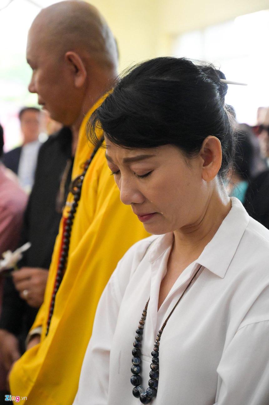 Nghệ sĩ Việt bật khóc khi nghe điếu văn trước giờ đưa tiễn Lê Bình-6