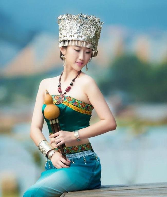 Các cô gái dân tộc thiểu số Trung Quốc đẹp tới mức khiến hoa nhường nguyệt thẹn-10