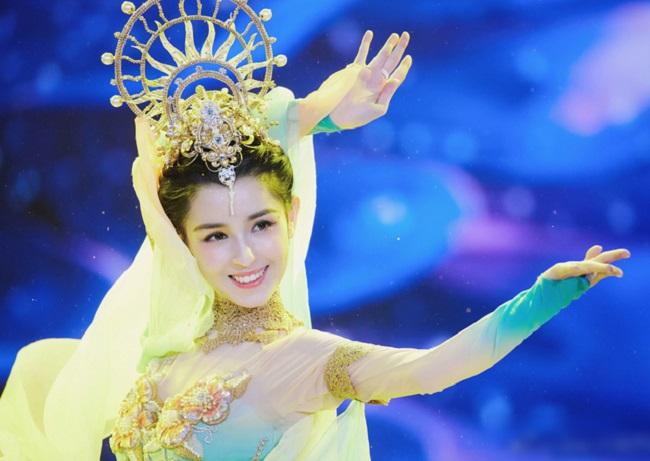 Các cô gái dân tộc thiểu số Trung Quốc đẹp tới mức khiến hoa nhường nguyệt thẹn-6