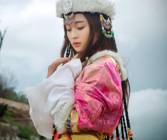 Các cô gái dân tộc thiểu số Trung Quốc đẹp tới mức khiến hoa nhường nguyệt thẹn-13