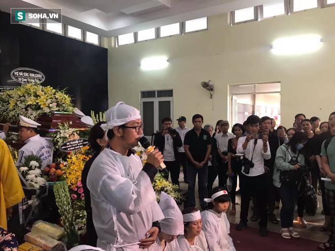 Vợ cũ, con gái, các nghệ sĩ đau đớn đưa tiễn Lê Bình về nơi an nghỉ cuối cùng-6