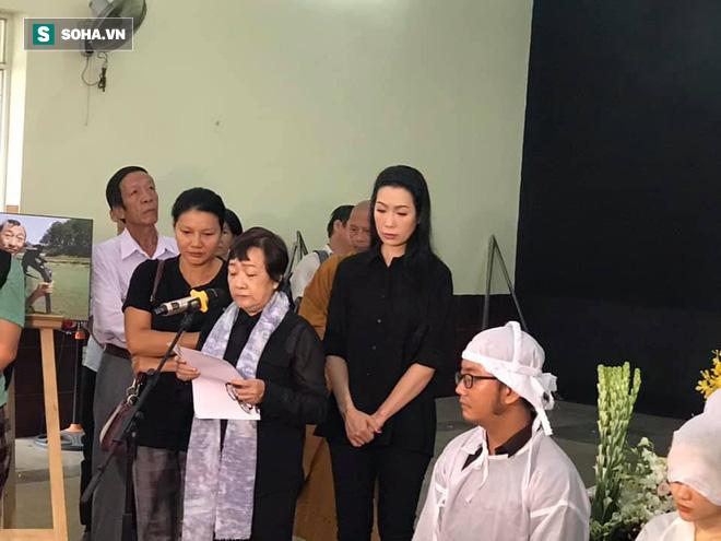 Vợ cũ, con gái, các nghệ sĩ đau đớn đưa tiễn Lê Bình về nơi an nghỉ cuối cùng-4