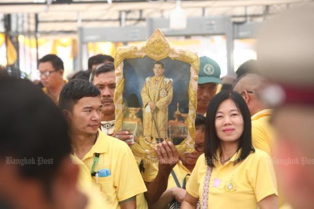 Người dân Thái Lan nô nức đổ về hoàng cung mừng lễ đăng quang của Quốc vương-1
